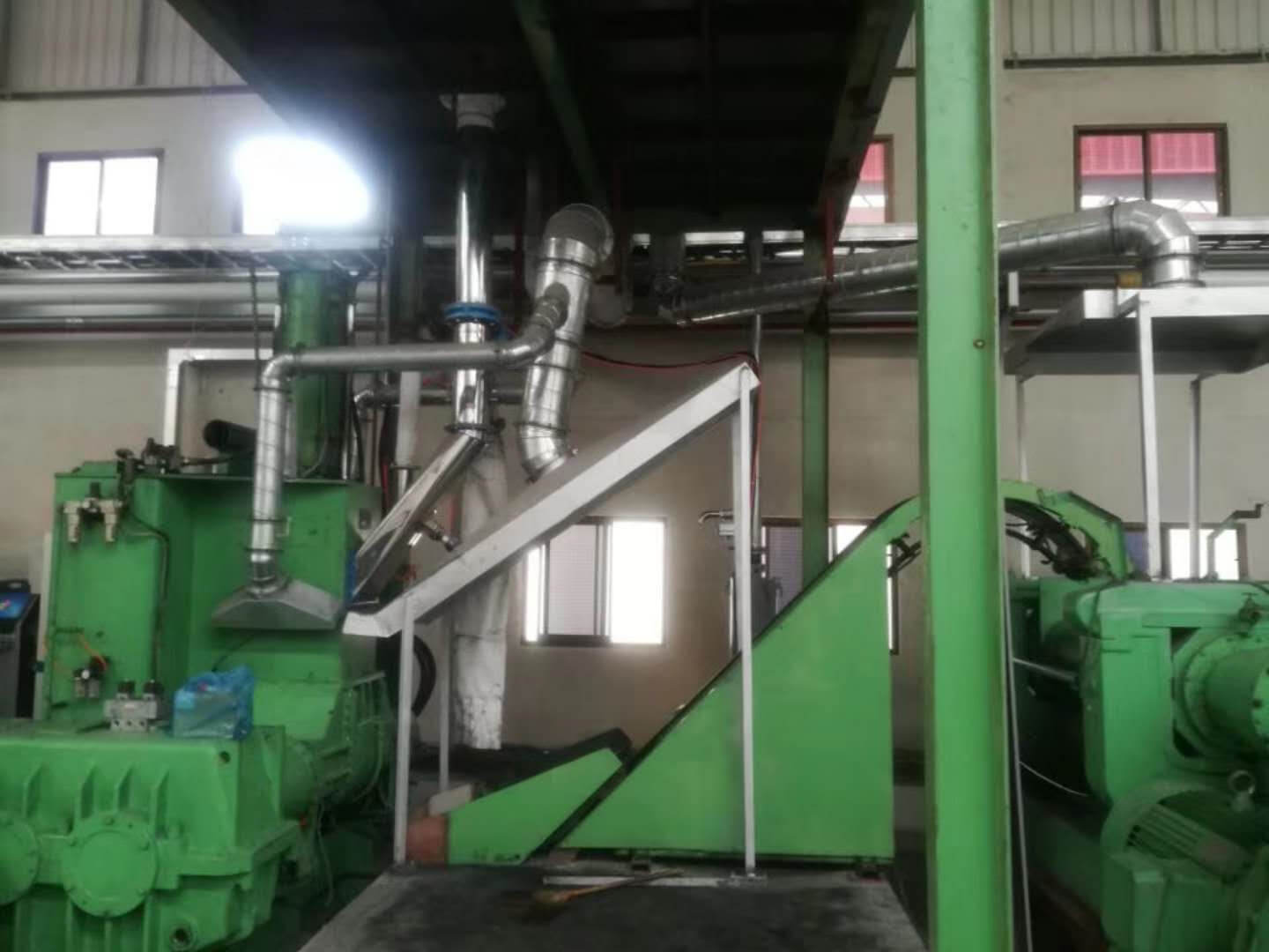 Automatic batching system for extruder